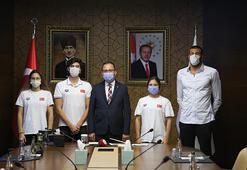 Bakan Kasapoğlu, Tokyo vizesi alan milli yüzücüleri kabul etti