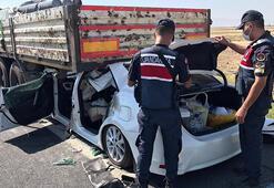 Otomobil, TIRın altına girdi: 1 ölü, 4 yaralı