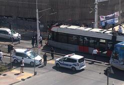 Son dakika... İstanbulda tramvayla otomobil çarpıştı
