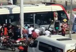 Son Dakika: Güngörende tramvayla otomobil çarpıştı