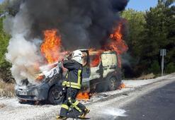 Muğla'da seyir halindeki araç alev alev yandı