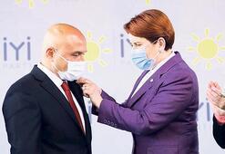 Usta'ya İYİ Parti rozeti Akşener'den