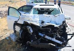 Lüks otomobil hurdaya döndü 2'si ağır 4 kişi yaralandı