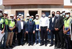 Bakan Kurum, Elazığda depremzedeler için inşası süren konutlarda incelemelerde bulundu
