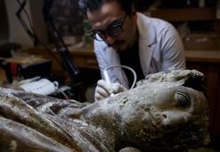 Tarihi eserler hassas dokunuşlarla gelecek kuşaklara aktarılıyor