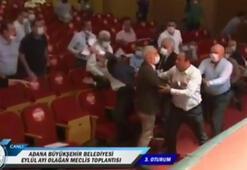 Adana Büyükşehir Belediyesi Meclisinde yumruklu kavga; belediye başkanı darbedildi