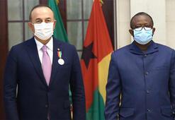 Bakan Çavuşoğluna, Gine Bissau Cumhurbaşkanı tarafından devlet nişanı verildi