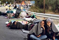Kamp yanınca yol kenarlarında uyudular