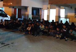 Vanda 15 kişilik minibüsten, 63 kaçak göçmen çıktı