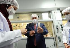 Varank, Kovid-19 tedavisinde kullanılan ilacı üreten fabrikayı inceledi