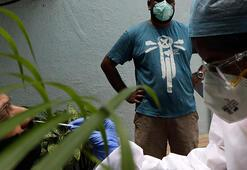 Hindistan art arda günlük 90 bin yeni koronavirüs vakası açıkladı