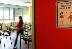 İtalyada okullar corona virüs gölgesinde açılıyor