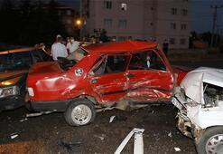 Ankarada 4 otomobilin karıştığı kazada 3 kişi yaralandı