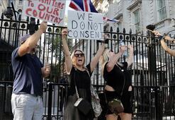 İngilterede yeni kısıtlama protesto edildi