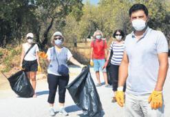 Sokaklardan çuval dolusu çöp toplandı
