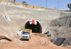 Terör örgütünün engellemelerine rağmen Eruh-Fındık Yolu ve Tünel Projesi sürüyor