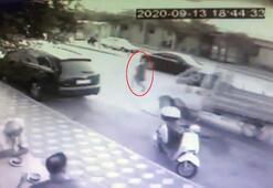 Yolun karşısına geçmek isteyen kadına kamyonet çarptı