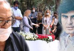 Tarık Akan mezarı başında anıldı Onu çok özlüyoruz