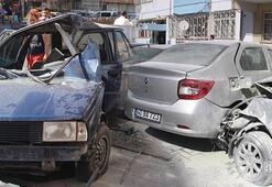Direksiyon hakimiyetini kaybetti, 3 otomobile çarptı