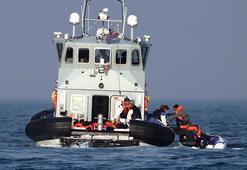 Fransız donanması göçmenleri Manş Denizine itiyor