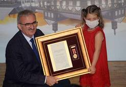 Diyarbakırda, gazi ve şehit yakınlarına Devlet Övünç Madalyası ve Beratı verildi