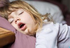 Çocuğunuz ağzı açık uyuyorsa sebebi bu olabilir