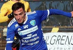 İsveçte Türk futbolcuya ırkçı saldırı