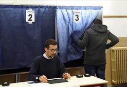 İtalyada halk anayasa referandumu için sandık başında