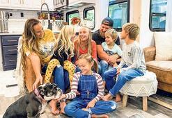 7 kişilik aile karavanda yaşıyor
