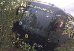 Darıca Gençlerbirliğinin otobüsü kaza yaptı