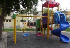 Parkta çocuklara cinsel organını gösterdi Linçten zabıta kurtardı