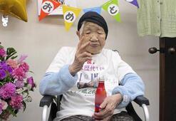 117 yaşındaki kadın, yeni rekorunu kola içerek kutladı