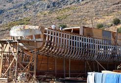 Tarlada inşa edilen tekneler büyük ilgi görüyor