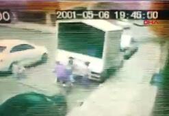 Bağcılarda çocuklar oyun oynarken kamyoneti ateşe verdi
