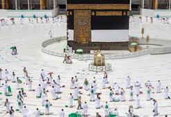 Suudi Arabistan umre ziyaretlerini kademeli olarak başlatıyor