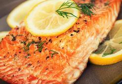 Hücrelerinizi D vitaminine doyuracak fırında somon fileto