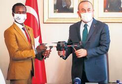 Somalili Abdi'ye drone hediye etti
