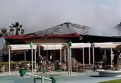 Kafenin çatısı yandı, müşteriler dışarı koştu