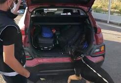 Narkotik köpekleriyle aranan otomobilde 1 kilo uyuşturucu bulundu