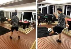 Ronaldinhodan evde futbol şov Hayran bıraktı...