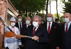TBMM Başkanı Şentop, hediye kılıçla döner kesti