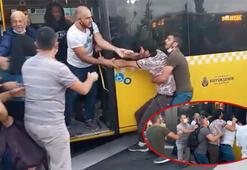 Metrobüs durağında meydan kavgası kamerada