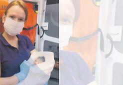 Ambulansta erkek bebek doğurdu