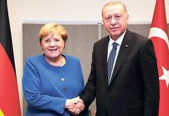 Erdoğan, Merkel ile görüştü: AB şantaja boyun eğdi