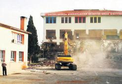 Fay hattı geçen okulda yıkım başladı