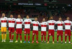 Son dakika | Almanya - Türkiye maçında Joachim Löw, yine burnunu karıştırdı