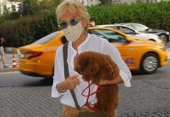 Semiramis Pekkan köpeği ile alışverişte