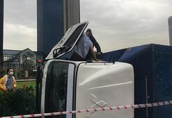 Beşiktaşta devrilen kamyonetinde mahsur kaldı