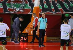 Pınar Karşıyaka-Aliağa Petkimspor maçında skorboard arızası