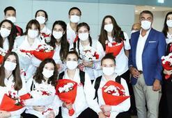 Avrupa ikincisi voleybolcular, Türkiyeye döndü
